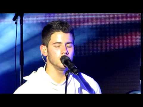 Jonas Brothers  -- Wedding Bells (Live Russia 2012)